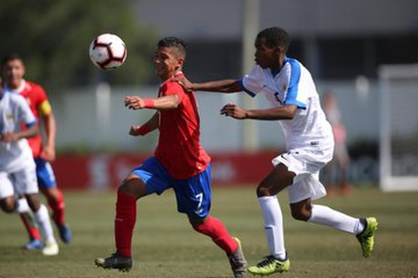El buen juego del costarricense Geancarlo Castro, complicó a Curazao, en el Premundial Sub-17 de Concacaf. Castro marcó un doblete en el segundo juego de la fase de grupos y la Nacional se impuso 3 a 0. Fotografía: Concacaf.