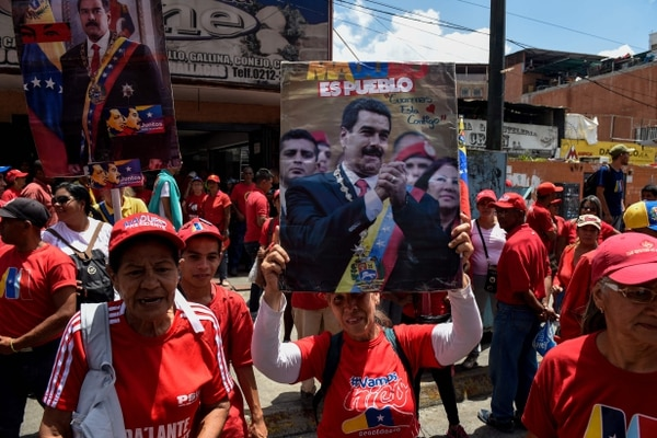 Supporters of Venezuelan President Nicolas Maduro take part in a rally in Caracas, on August 13, 2018. (Photo by Federico PARRA / AFP)