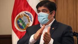 'Le puedo decir, viéndolo a los ojos, que vamos a estar mejor', promete Carlos Alvarado tras primer año de pandemia