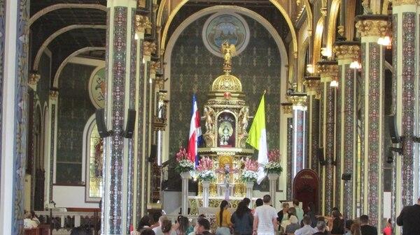 Como es tradición, decenas de fieles adelantan a los fines de semana previos, su visita al santuario de la virgen de los Ángeles. Foto: Keyna Calderón.
