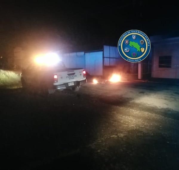 Las llamas fueron controladas por oficiales de la Fuerza Pública y no se reportaron afectados. Foto: MSP para LN