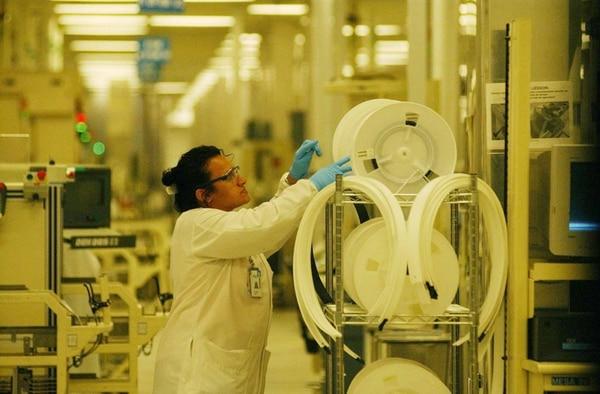 El fondo de incentivos del Ministerio de Ciencia, Tecnología y Telecomunicaciones tiene ¢200 millones para financiar posgrados.   ARCHIVO