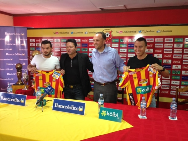 Los jugadores Keven Alemán y el mexicano Antonio Pedroza fueron presentados como nuevos refuerzos de Herediano.
