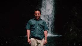 El guía turístico indígena que camina tres horas todos los días para cumplir con su trabajo