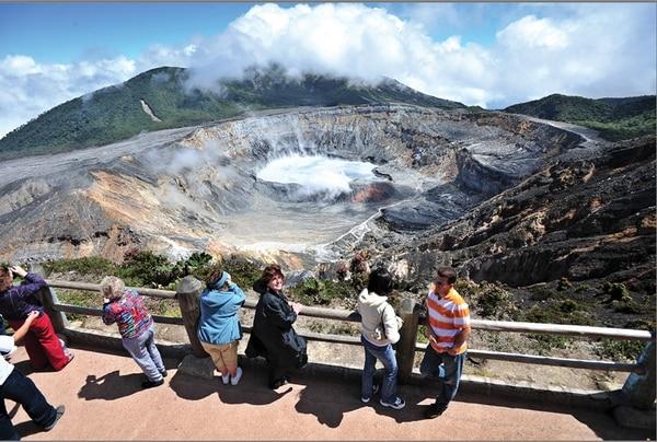 Mientras que el sendero al cráter del volcán Poás está categorizado como familiar, el camino al cráter del Rincón de la Vieja es para expertos. Carara es el único con un sendero tipo Oportunidades.   ALEXÁNDER OTÁROLA Y JORGE CASTILLO