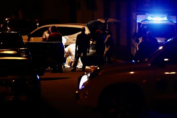 El paso por la zona se encuentra cerrado mientras el Organismo de Investigación Judicial (OIJ) realiza el levantamiento del cuerpo y la respectiva investigación. Foto: José Cordero