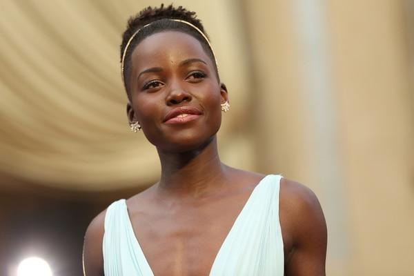 Nyong'o alcanzó notoriedad cuando ganó el Óscar por 12 años de esclavitud . Su mensaje de orgullo por la belleza afrodescendiente se viralizó. AP
