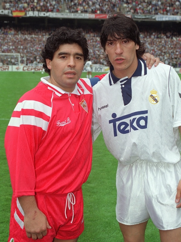 El chileno Iván Zamorano (der.) fue pichichi con el Real Madrid en los años 1994-1995. A su izquierda se encuentra el argentino Diego Maradona.