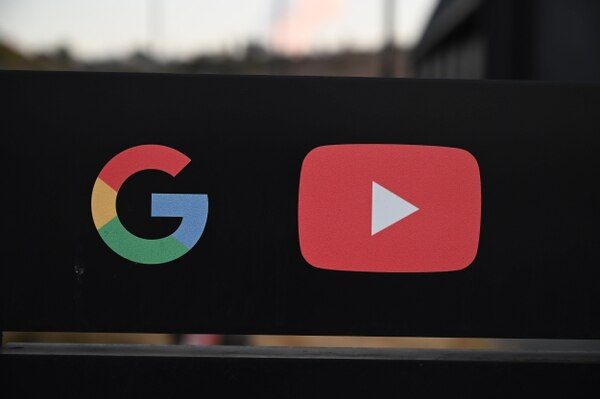 Logos de YouTube y Google. Foto: Robyn Beck / AFP