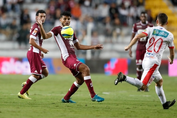 Johan Venegas fue titular ante el Santos de Guápiles, pero no pesó. Fotografía: José Cordero