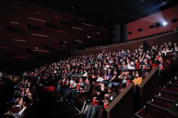 En el Centro Comercioal Oxígeno, en Heredia, hubo salas completamente llenas para ver Avengers. Foto Jeffrey Zamora