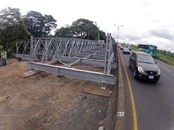 En la autopista General Cañas colocaron puentes bailey similares a los pondrán en Circunvalación.