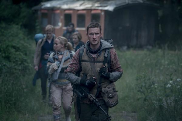 Martin (Mikkel Følsgaard) es un exmilitar que asume el cuido de varios jóvenes en la serie. Su liderazgo se ve afectado por la llegada de Simone al grupo. Netflix