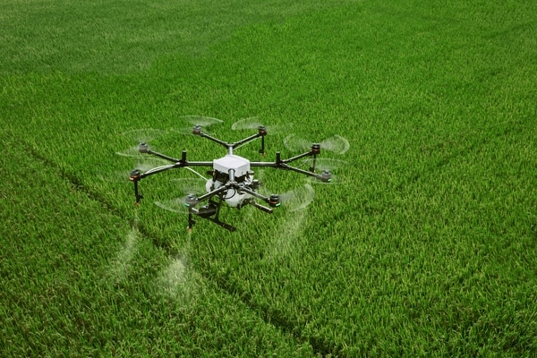 Los drones permiten mejorar las técnicas de suministro de insumos en las fincas. Foto: Pixabay