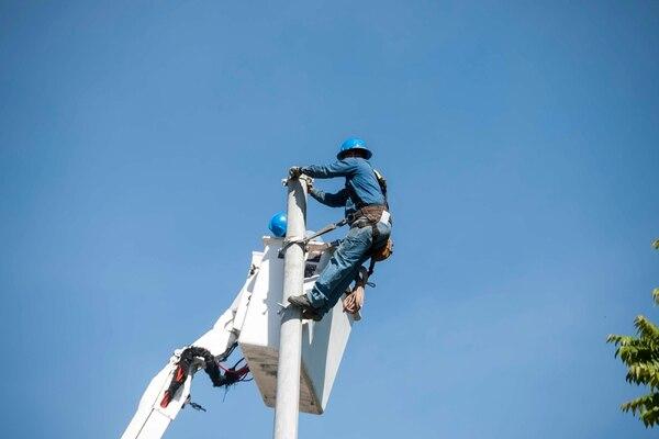 CNFL usará ¢20.000 millones de los créditos para dar mantenimiento a su red eléctrica. | ALEJANDRO GAMBOA