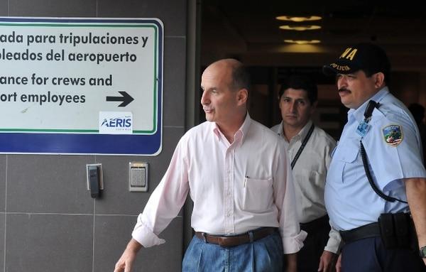 José María Figueres había visitado el país el 24 de agosto pasado. Hoy llegó sin anuncios ante los medios de comunicación.   ARCHIVO
