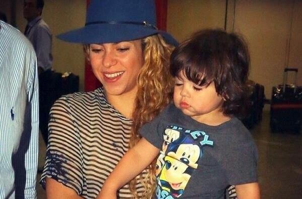 Shakira llegó al aeropuerto de Río de Janeiro junto a su hijo Milan, para la clausura del Mundial 2014.