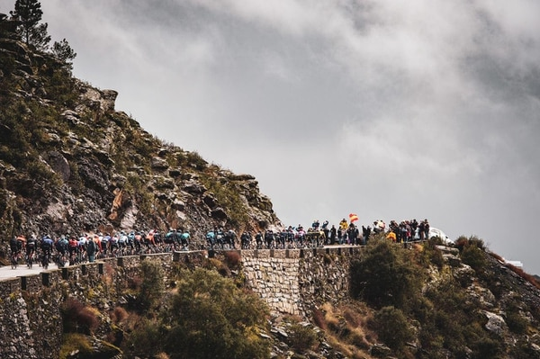 La penúltima etapa de la Vuelta a España fue de alta tensión y la emoción quedó para los últimos dos kilómetros. Fotografía: Ineos