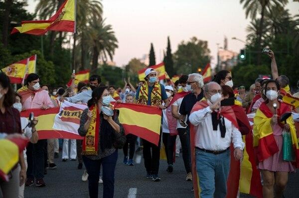 Una protesta contra el gobierno de Pedro Sánchez, por la gestión de la crisis del coronavirus, se produjo el lunes 18 de mayo del 2020 en Sevilla.