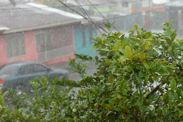 01/06/2020. Fuertes aguaceros cayeron la tarde de éste lunes en San Rafael Arriba de Desamparados. Foto: Albert Marín