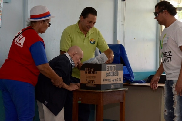 Chepito votó en la escuela Ezequiel Morales, en Piedades de Santa Ana. Foto: David Vargas