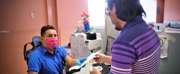 Dictamen médico, cinco puntos o menos acumulados y estar al día con pago de infracciones son parte de los requisitos para renovar el documento. Foto: MOPT