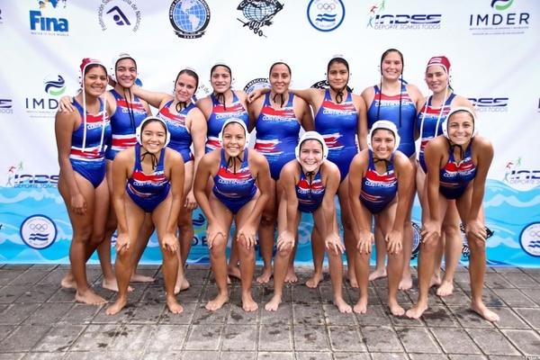 La selección femenina de polo acuático se coronó por primera vez campeona del torneo CCCAN. Cortesía: Julio Brenes