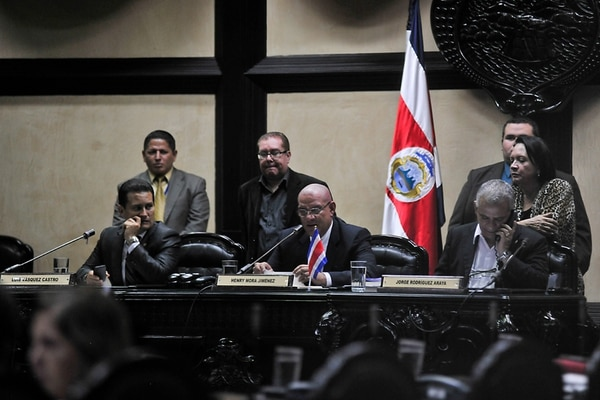 El anterior Directorio legislativo, integrado por Luis Vásquez, del PUSC; Henry Mora, del PAC, y Jorge Rodríguez, también del PUSC, ejecutó el plan de movilidad laboral que cuestiona la Procuraduría. | RAFAEL MURILLO