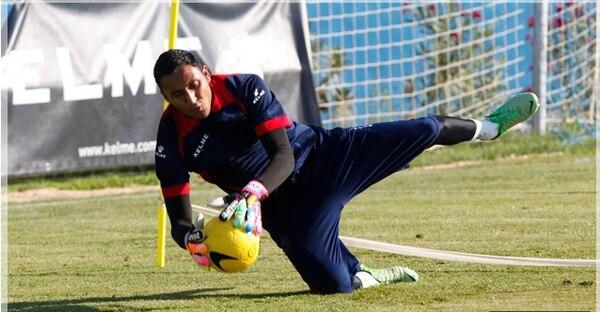 Keylor Navas se vislumbra como portero titular del Levante contra Barcelona FC el próximo domingo.