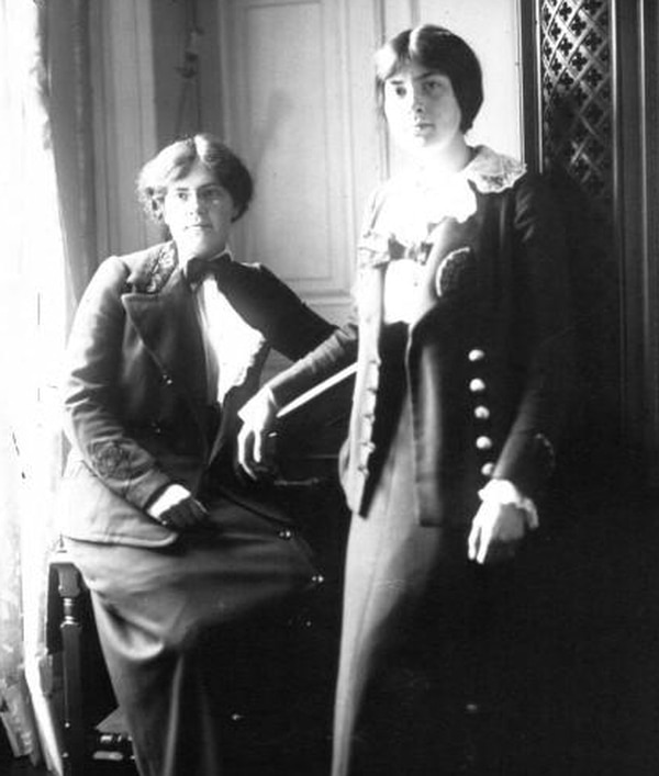 French composers Nadia Boulanger (1887-1979) and Lili Boulanger (1893-1918) in 1913. Date 1913 Source Bibliothèque nationale de France