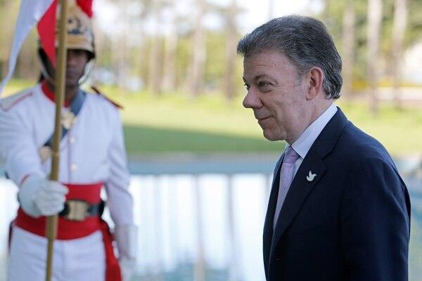 Juan Manuel Santos fue electo el 15 de junio anterior y le promete al pueblo colombiano ponerle fin al conflicto armado. | AP