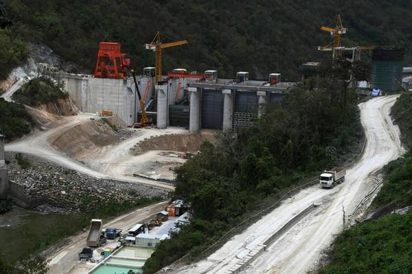Construcción de la central hidroeléctrica Patuca III, en Olancho, Honduras, financiada por el Gobierno de China.