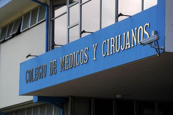 La Fiscalía del Colegio de Médicos inició el proceso de investigación para determinar la responsabilidad de tres profesionales que habrían promocionado el uso de dióxido de cloro para tratar la covid-19.. Fotos Melissa Fernández