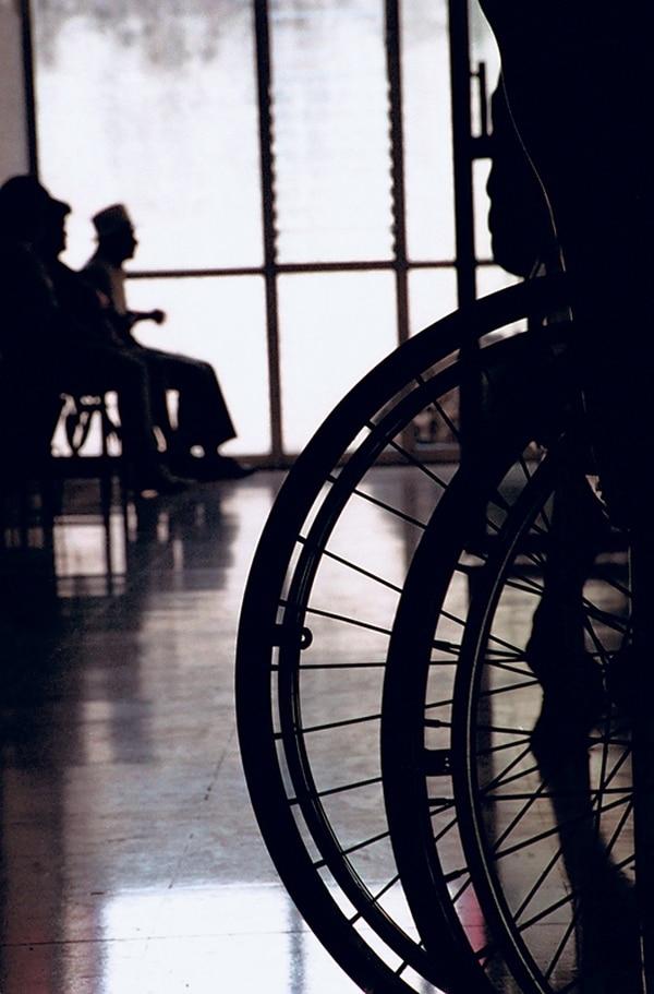 Adulto mayor solitario tiene más riesgo de deterioro. | ARCHIVO