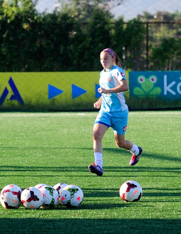 Gloriana Villalobos había debutado el Premundial de Uncaf, en mayo. Pero le faltaba jugar una eliminatoria final mayor en la Concacaf. | MEYLYN AGUILERA