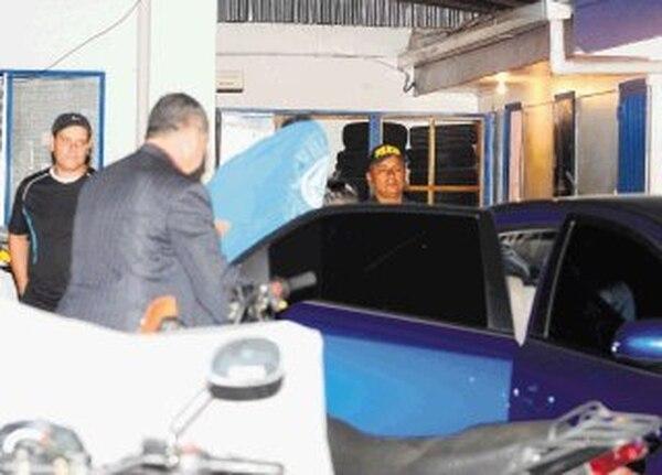 Agentes de homicidios del OIJ trasladaron al sospechoso hasta el Juzgado Penal Juvenil. | JORGE CASTILLO