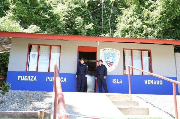 Traslado de radio patrulla a delegación de isla Venado