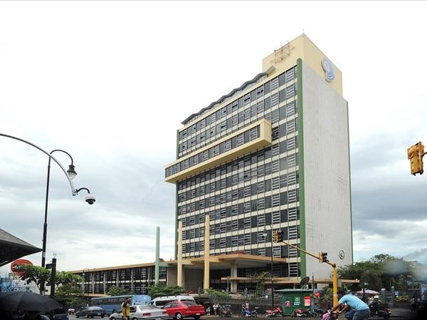 En las oficinas centrales de la Caja, en el edificio Laureano Echandi, trabajan 5.058 personas que son el 10% del total de empleados de la institución. Las obras serán costeadas por el IVM, propietario del inmueble. | ALBERT MARÍN