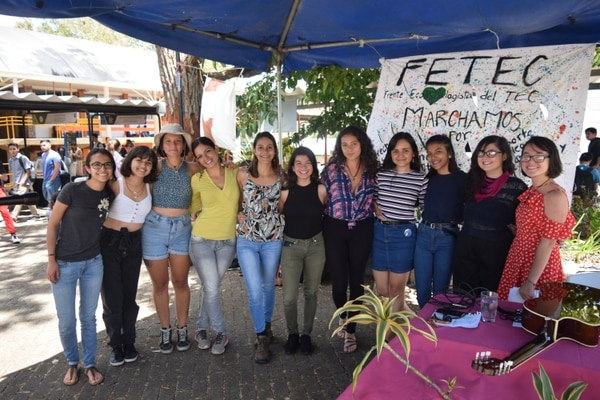 Integrantes de la Comisión Feminista del Frente Ecologista del TEC, durante las celebraciones por el Día de la Mujer. Foto: Cortesía de Daniel Rodríguez, estudiante del TEC.