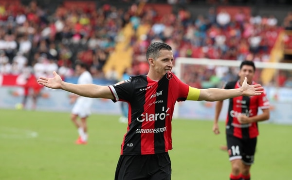 Pablo Gabas disfrutó al máximo su juego de despedida. Fotografía: Graciela Solis
