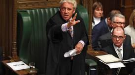 Expresidente del parlamento británico abandona partido conservador y arremete contra Boris Johnson