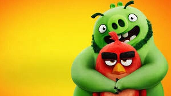 Hermanados a la fuerza, en Angry Birds 2 pájaros y cerdos se dan tregua, pues existe una villana que amenaza a ambas especies. Cortesía de Discine