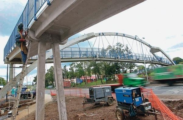Los puentes peatonales están incluidos en los lineamientos. | ARCHIVO