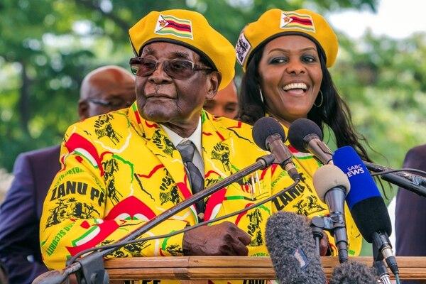Mugabe, de 93 años, dirige Zimbabue con mano de hierro desde la independencia del país en 1980. Foto AFP