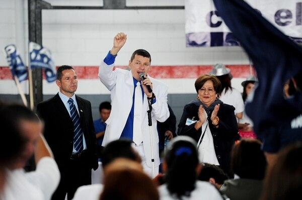 Óscar López (centro) no cree que la investigación afecte la campaña del PASE. Aquí con los candidatos a vicepresidentes. | ARCHIVO/MARCELA BERTOZZI