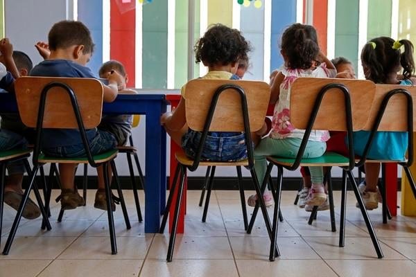 Actualmente, la Red de Cuido atiende solo a niños de familias en condición de pobreza. El PAC propone ampliar el servicios a hogares de clase media, quienes pagarían una mensualidad según sus posibilidades. Foto: Mayela López.