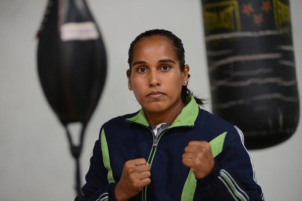 La boxeadora costarricense Carolina Arias se mostró bastante desmotivada tras enterarse de la lesión que la puede obligar a trasladar, otra vez, su combate por el título vacante de las 112 libras. | CARLOS GONZÁLEZ PARA LN.