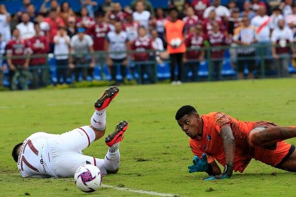 Darryl Parker acumula cuatro goles en contra en tres fechas del Torneo de Clausura 2020. El arquero cometió dos errores groseros ante Saprissa, en la fecha tres. Fotografía: Rafael Pacheco.