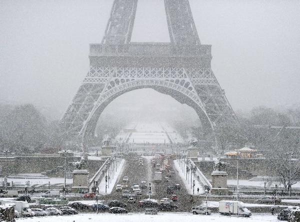Reforzar la seguridad en sitios turísticos como la Torre Eiffel es una de las prioridades de las candidatas. | ARCHIVO.