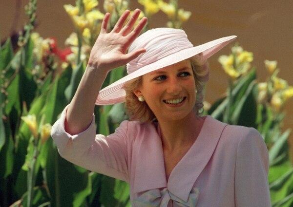 Diana de Gales se ganó el cariño y la admiración del pueblo inglés, quienes la adoraban por considerarla una mártir heroica.